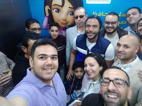 """محمد إمام يستجيب لبرنامج """"مصر من البلكونة"""" ويزور الطفل المصاب بالسرطان"""