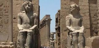 السفارة المصرية  في لندن تتسلم قطعة أثرية مسروقة من معبد الكرنك