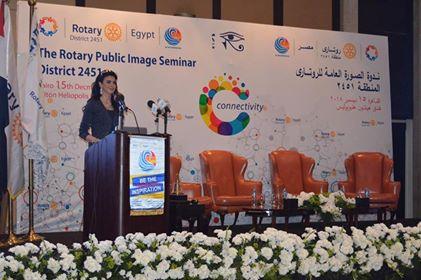 السفيرة نبيلة مكرم ومحافظ البحر الأحمر يتابعان سير العمل ويتفقدان التجهيزات الأولية للمؤتمر