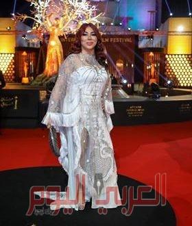 أطلاله ساحرة بالأبيض اللامع لغادة ابراهيم في افتتاح مهرجان القاهرة السينمائي
