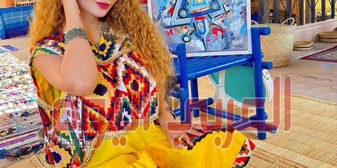 """الفنانة التشكيلية """"صوفيا والهنت"""": لوحاتي ذكرياتي والألوان سر سعادتي ."""