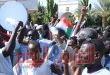 مئات السودانيين يعتصمون في الخرطوم مطالبين بتولي الجيش السلطة